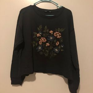 Dark blue sweater with flower embroidered